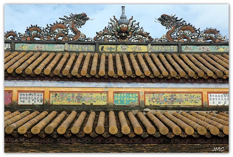 Huê – Temple du culte des Empereurs Nguyen Thé Mieu – Détail d'un toit