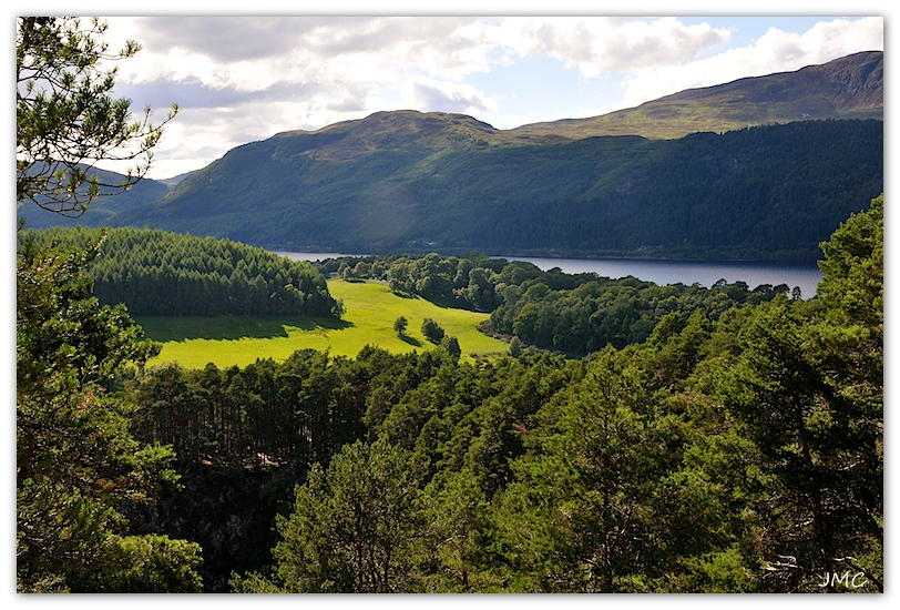 Vue sur le Loch Ness photo