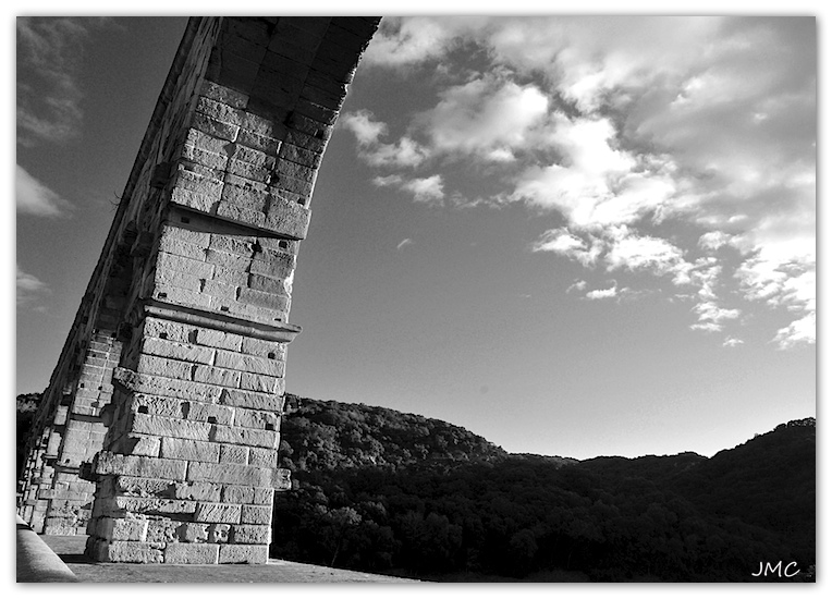 Pont du Gard Arcade photo