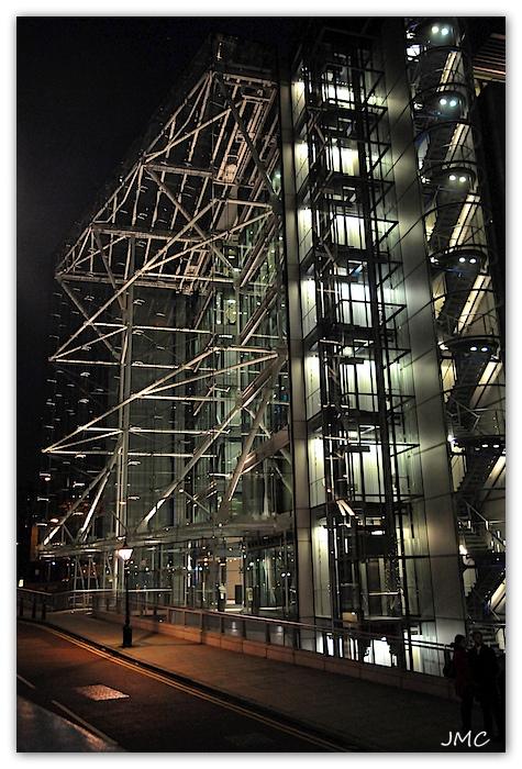 Bâtiment la nuit