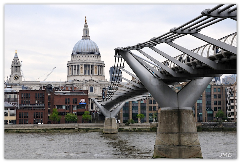 Millenium Bridge et St Paul Cathedral photo